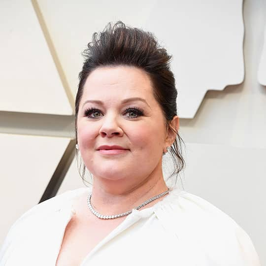 melissa mccarthy wearing red carpet hairstyle
