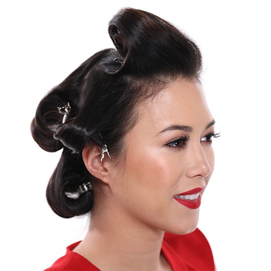 woman's hair in clipped curls for old hollywood waves style