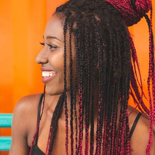 woman-with-knotless-box-braids