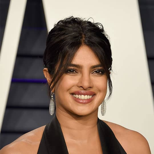 priyanka chopra wearing red carpet hairstyle