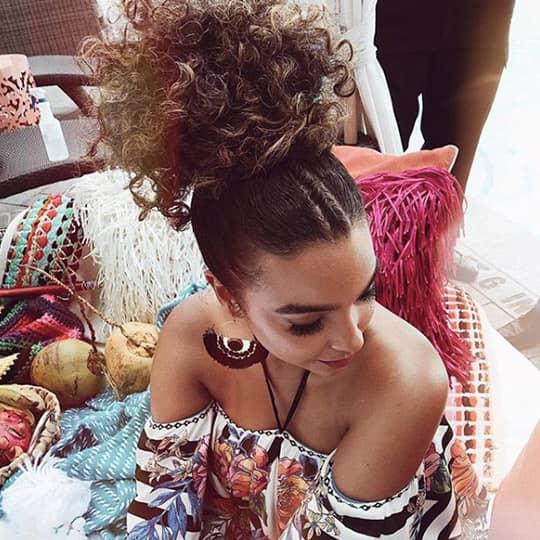 festival hairstyles curly ponytail